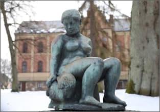 skulptur-damenviddammenskara