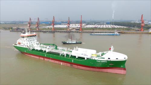 Thun-Venern-leaving-the-shipyard-AVIC-(003)