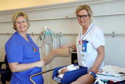 Sjuksköterskan-Helene-Hallman-och-undersköterskan-Helén-Gustafsson-(002)